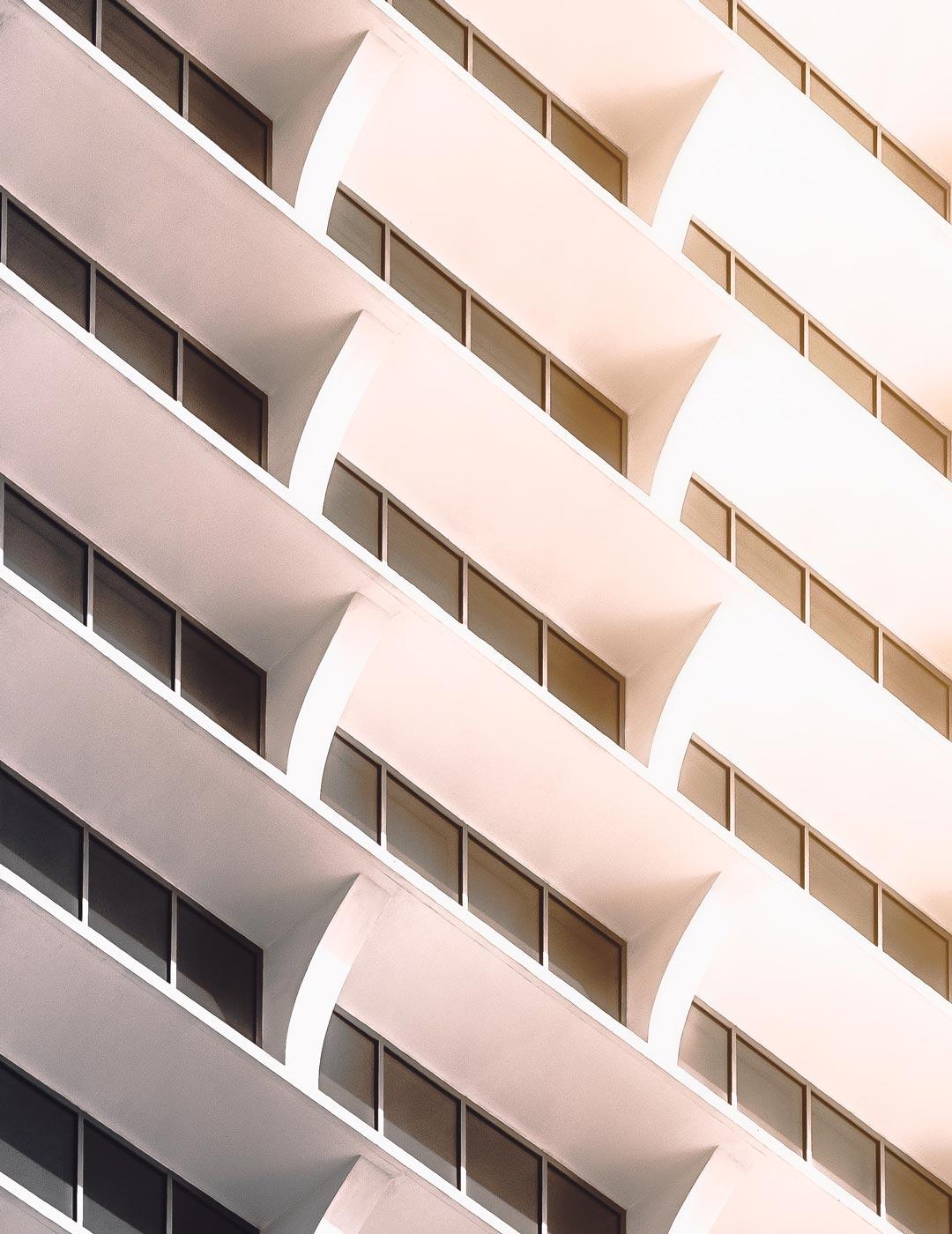 gray-and-white-concrete-building-3790058