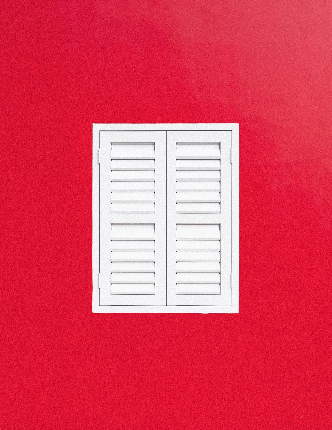 white-wooden-window-1557183